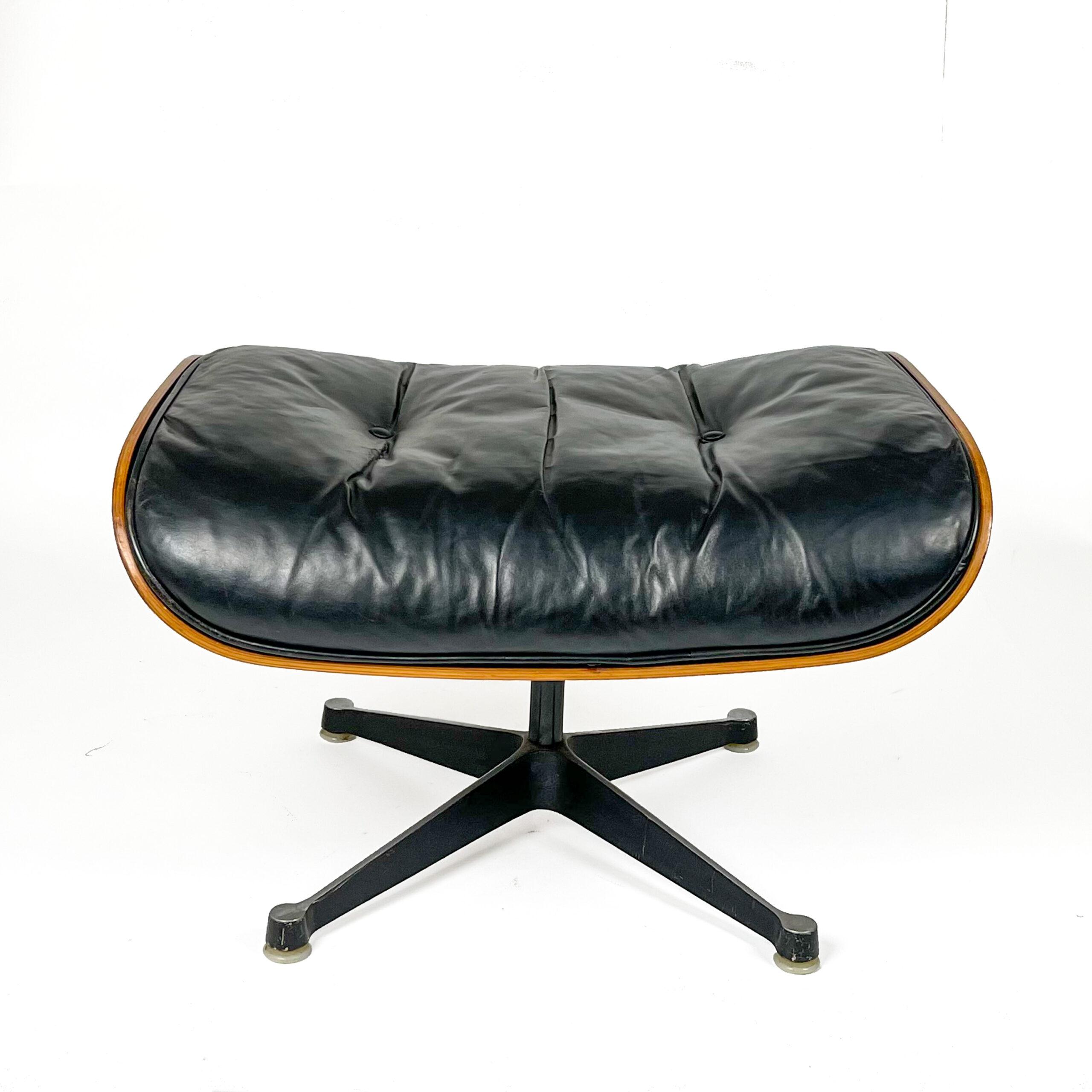 Eames Lounge Ottoman web-1138